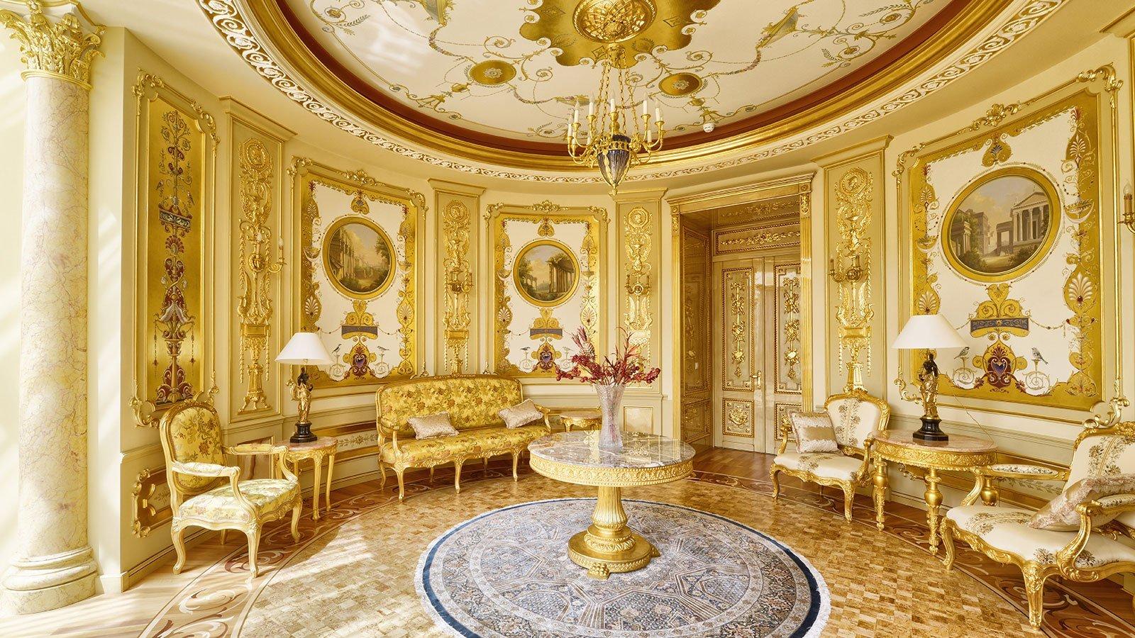 stanza con affreschi