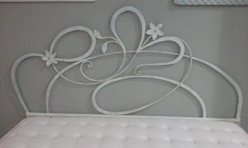 decorazione artistica per un letto