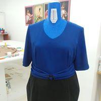 abito da donna blu e nero