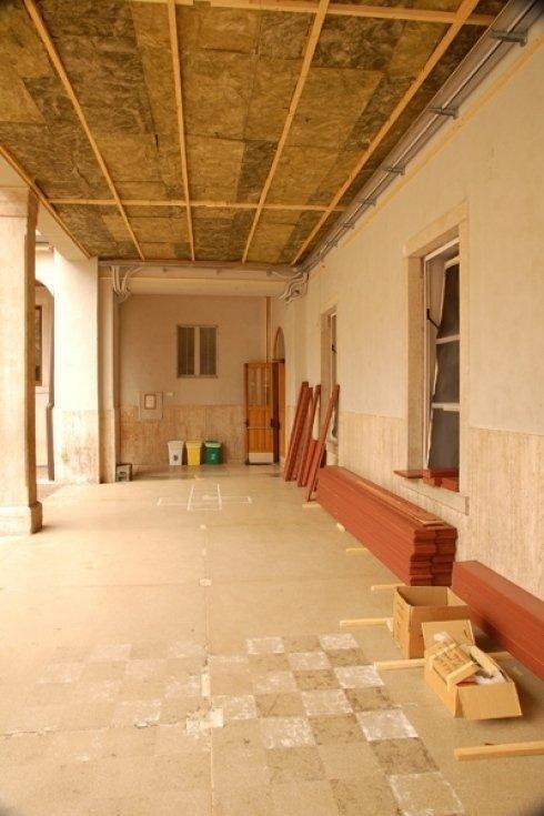 strumenti e pannelli per ristrutturazione edificio