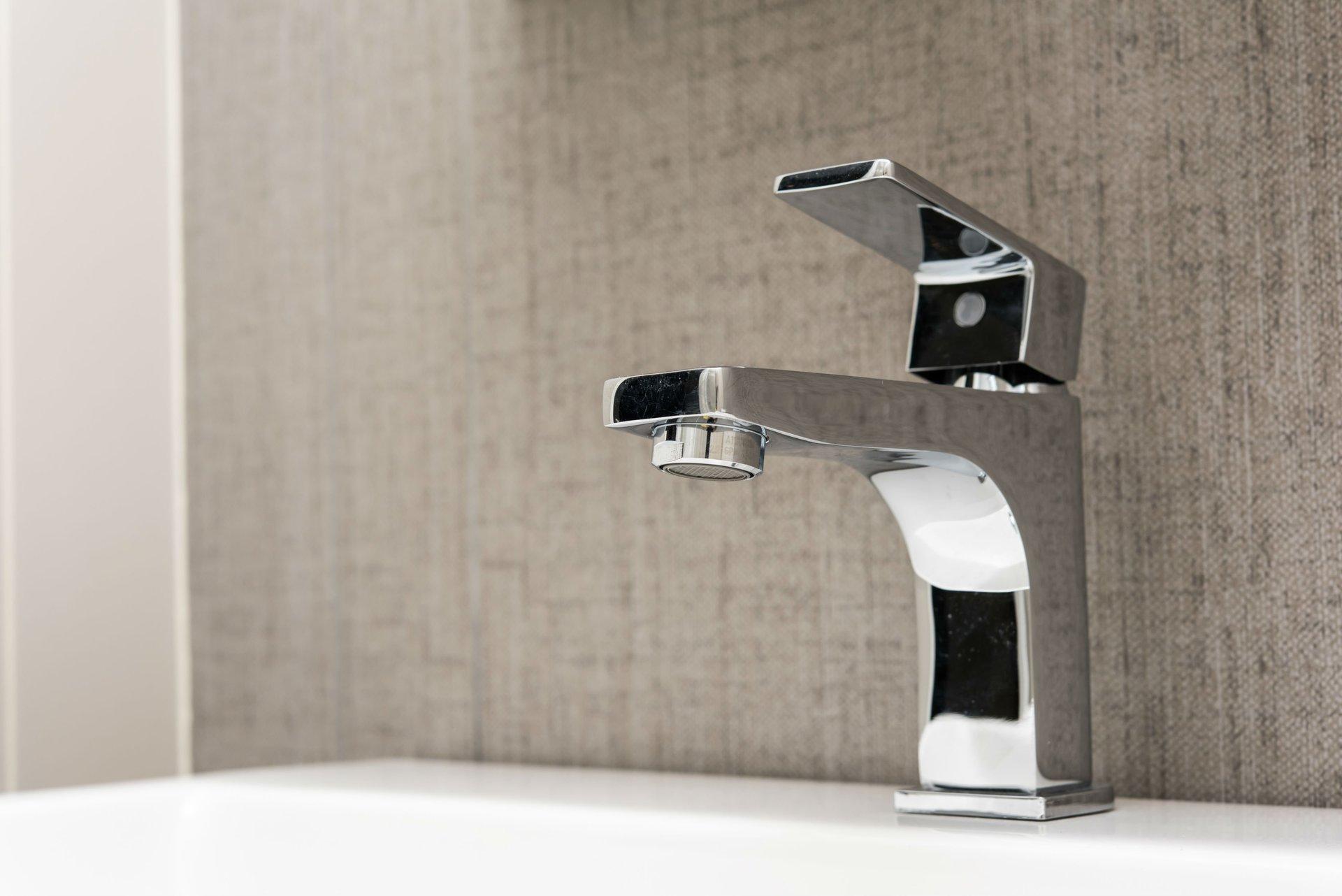 un rubinetto in acciaio inox