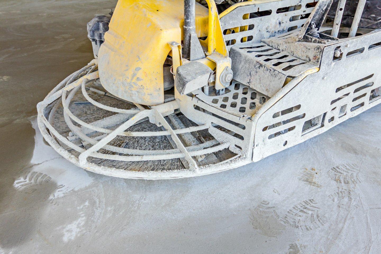 lisciatura per pavimento con lisciatrice a Savignano