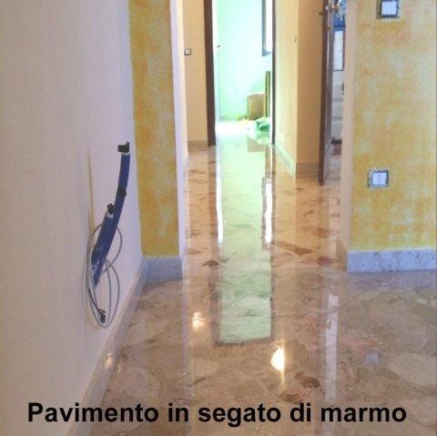 Pavimento in marmo lucidato