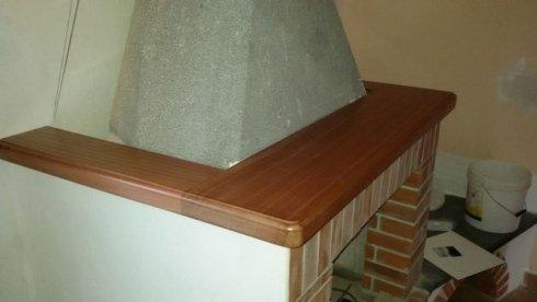 mensola in legno per camino