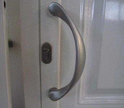 Maniglia porta mezzaluna