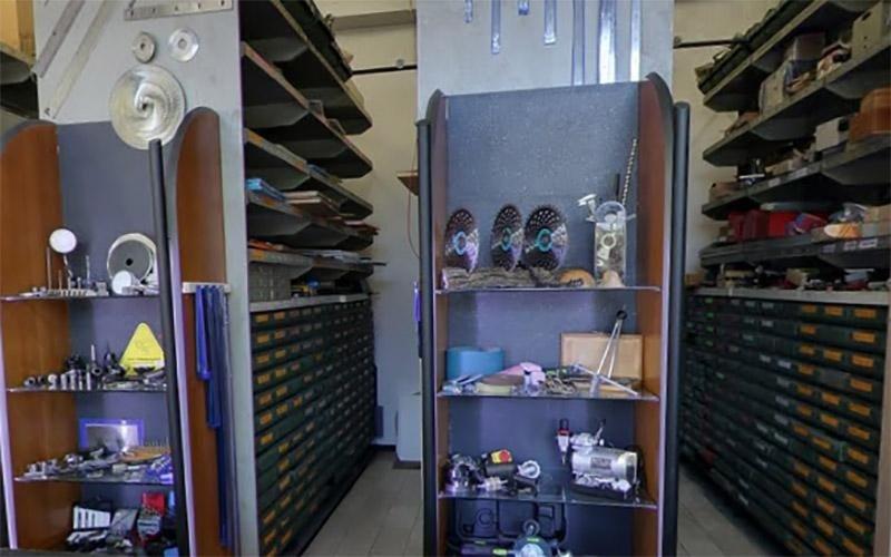 Vista del magazzino con dischi di diversa dimensione