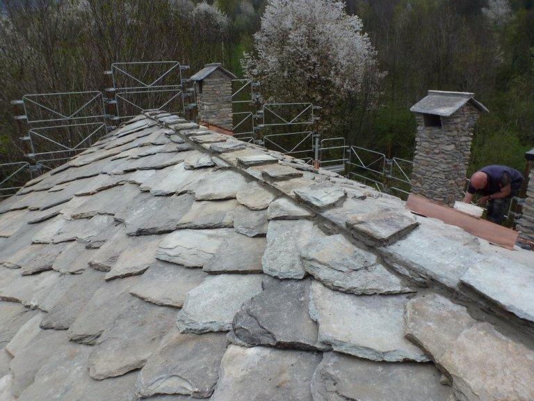 ristrutturazione baita con tetto in pietra