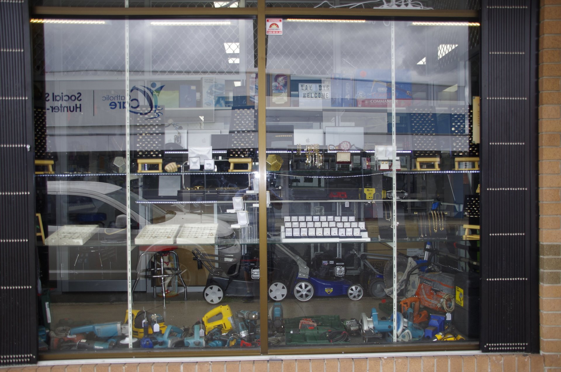 Sell Scrap Gold In Newcastle To Nsw Instant Cash How Find Electronics Large Range Of Jewellery