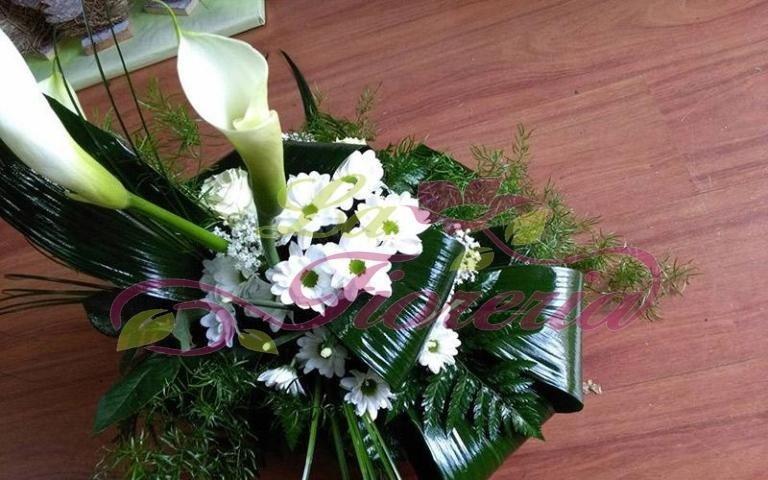 Composizioni floreali con fiori bianchi