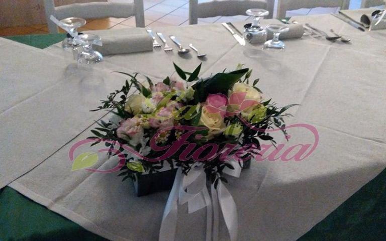 Centrotavola con rose bianche