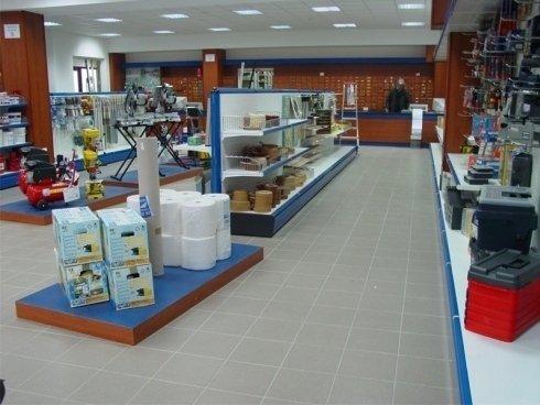 Arredo attivit commerciali avellino fan est for Arredo negozi avellino