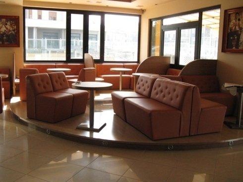 Divani e tavolini bar