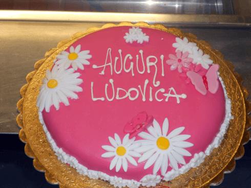 Necessitate di una torta per festeggiare la prima comunione del vostro bambino? Affidatevi allo staff della pasticceria Reale.