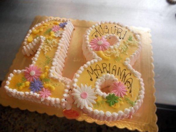 Torta di compleanno diciotto anni