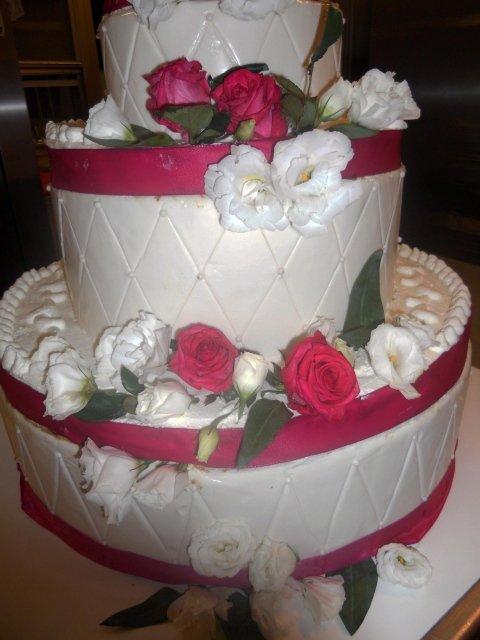 Torta matrimoniale color Bianco e Rosso_