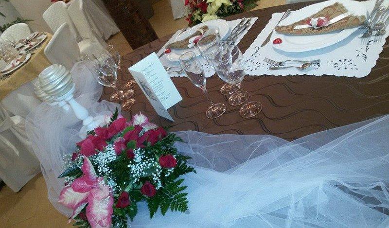 dettaglio di tavola dedicata agli sposi