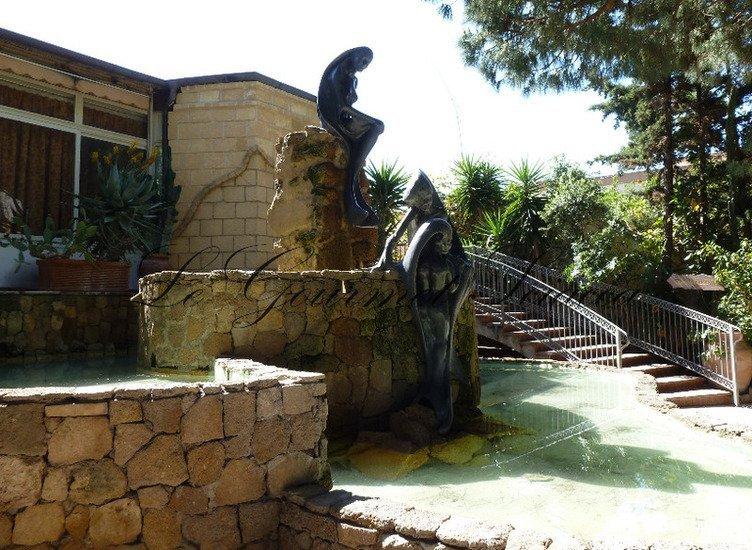 dettaglio di giardino ristorante con fontana