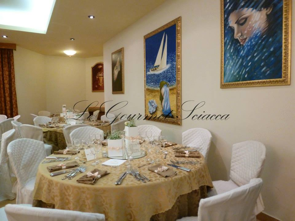tavolo allestito per matrimoni e cerimonie