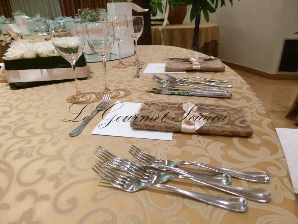 tavola adibita per ospiti di cerimonia