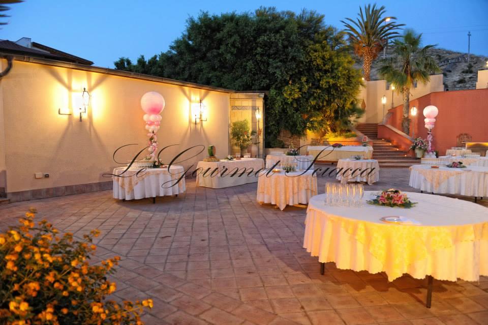 elegante giardino per cene romantiche