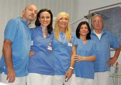 team di medici odontoiatri