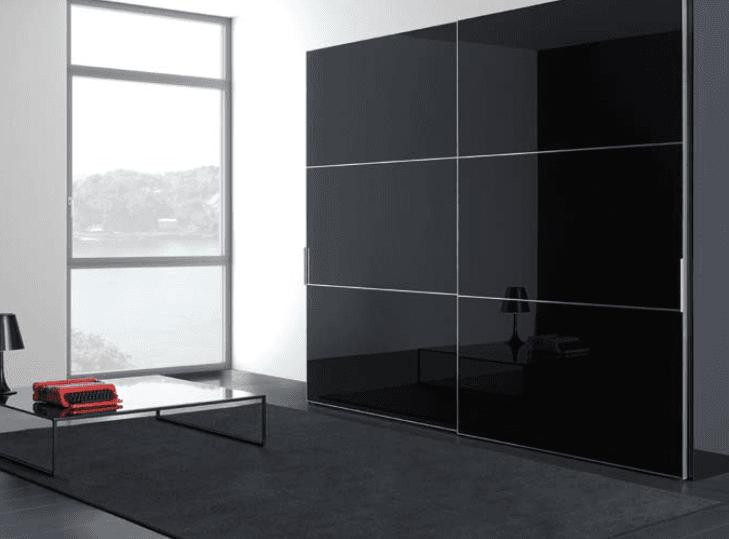 armadio scorrevole laccato nero a specchio