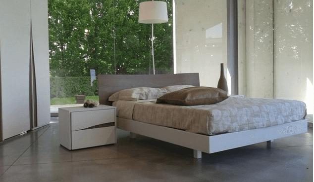 camera da letto classica con comodini rettangolari