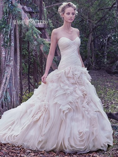 tailor-made wedding dress