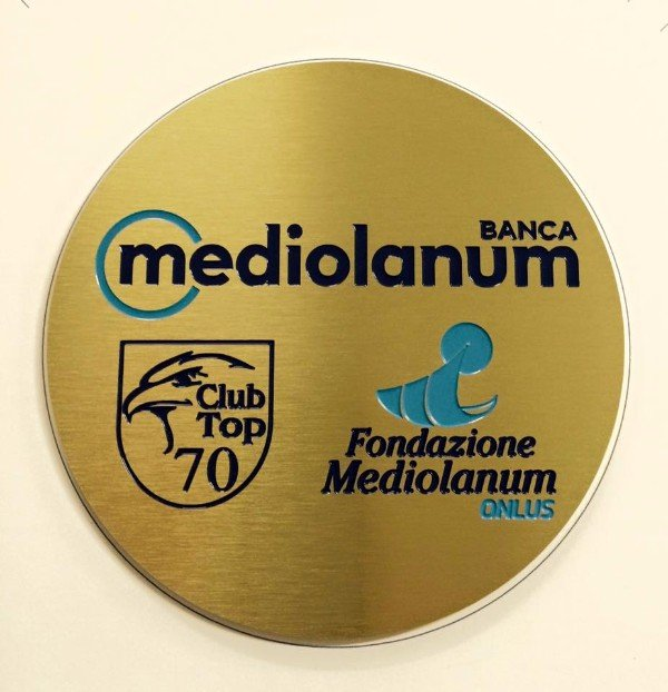 una targa rotonda Banca Mediolanum