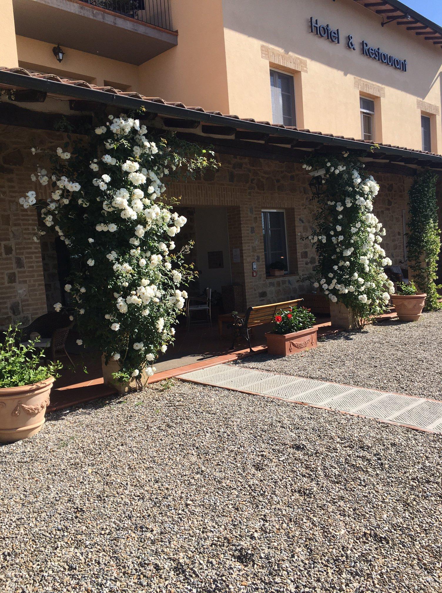 ingresso albergo a Montalcino