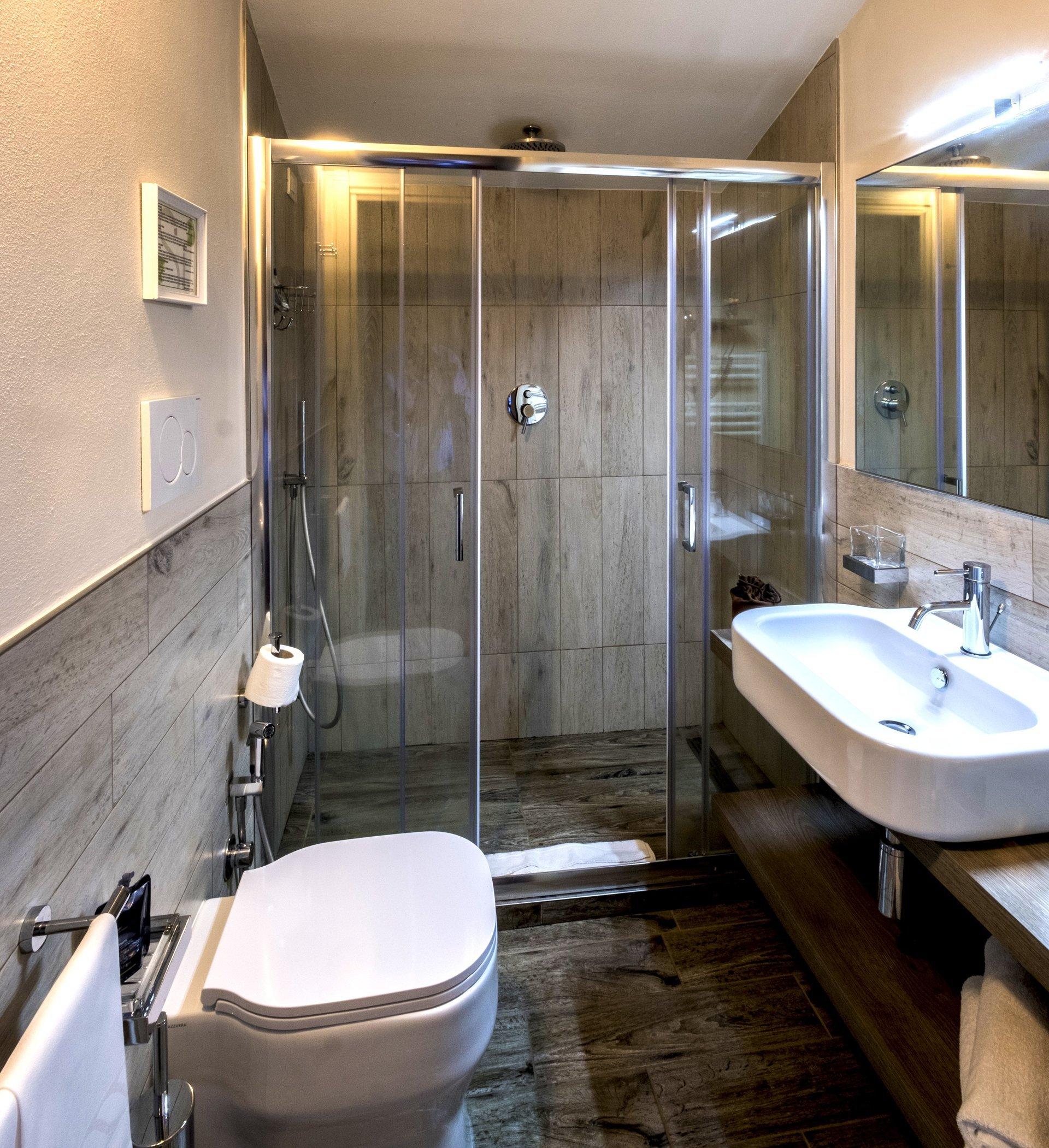 bagno camera con terrazza