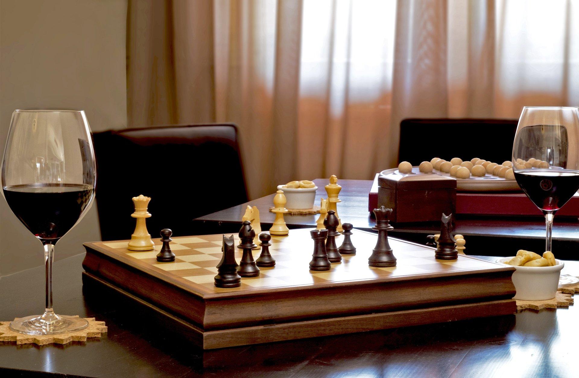 giochi da tavola e aperitivi in albergo