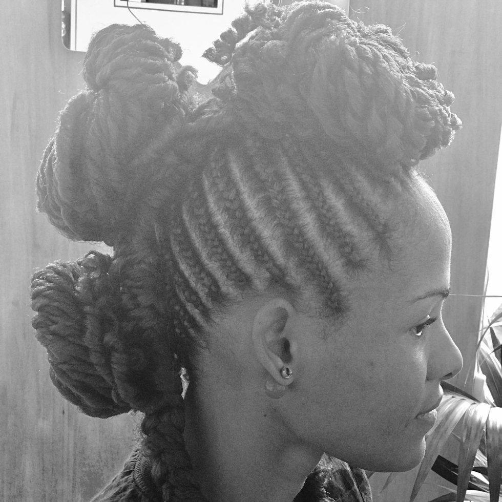 Tagli capelli ricci alle spalle