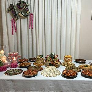 un buffet con delle specialita'