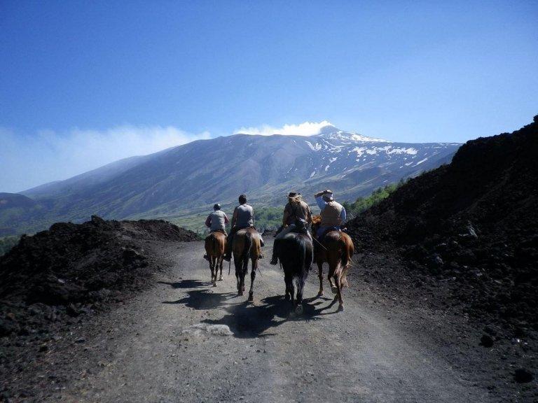 passeggiate a cavallo sull'etna