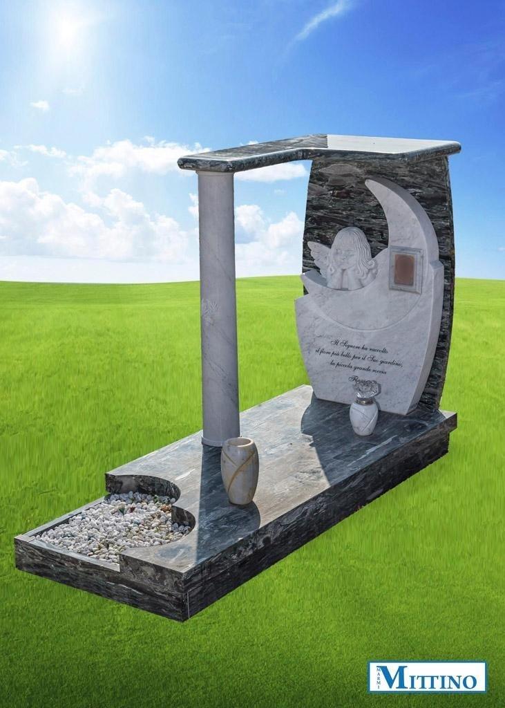 tomba realizzata in marmo
