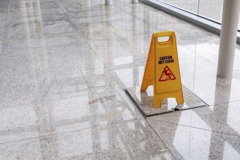 lavaggio pavimenti pietra