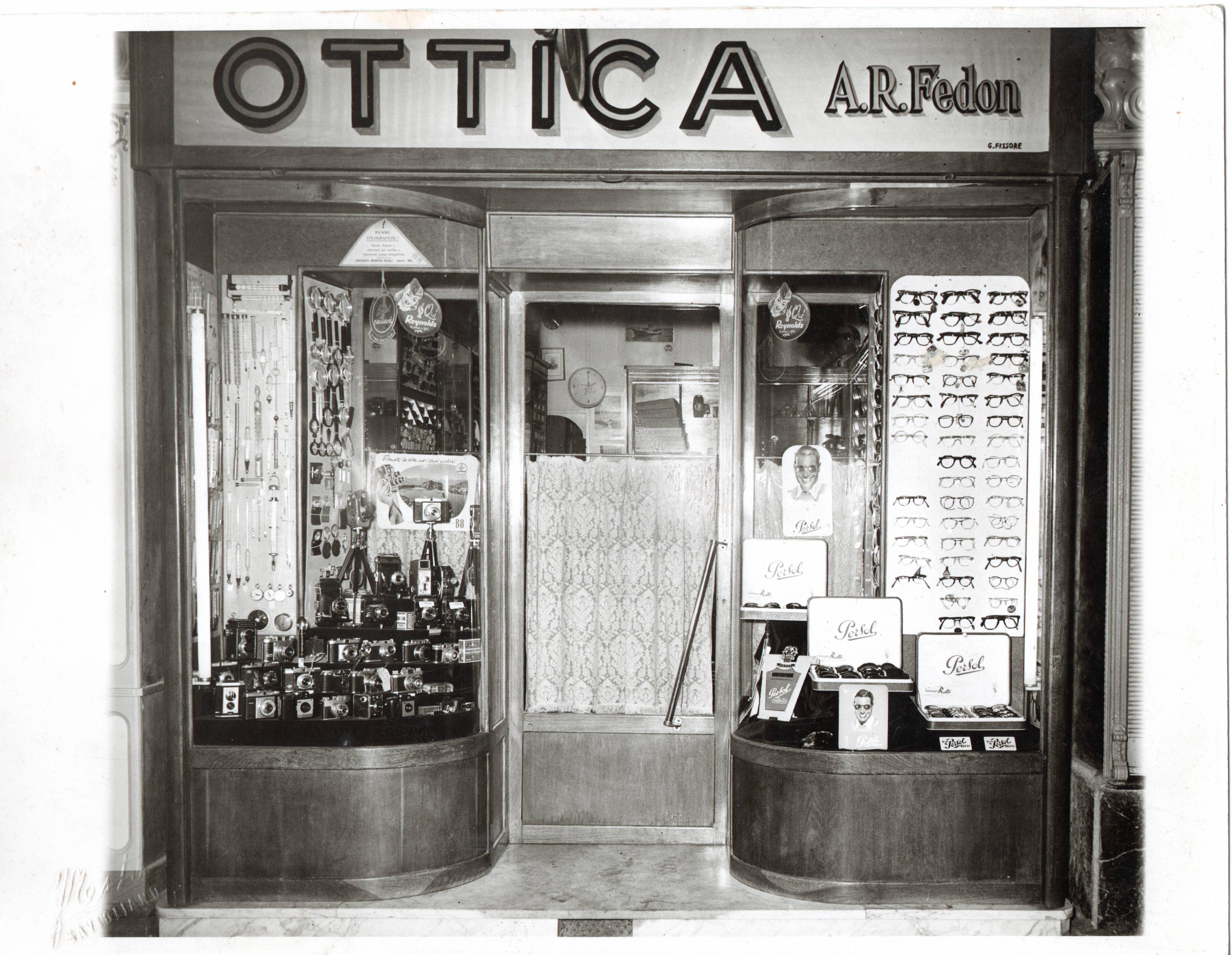 vetrina negozio occhiali