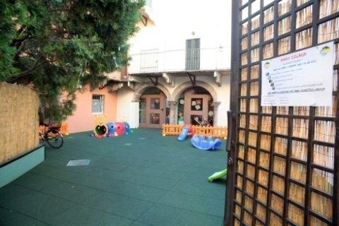 asilo con giardino esterno