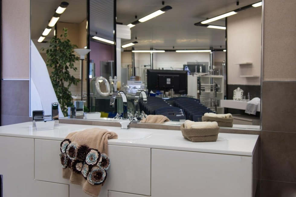 Showroom arredo bagno prato fim fratelli tissi for Showroom bagno