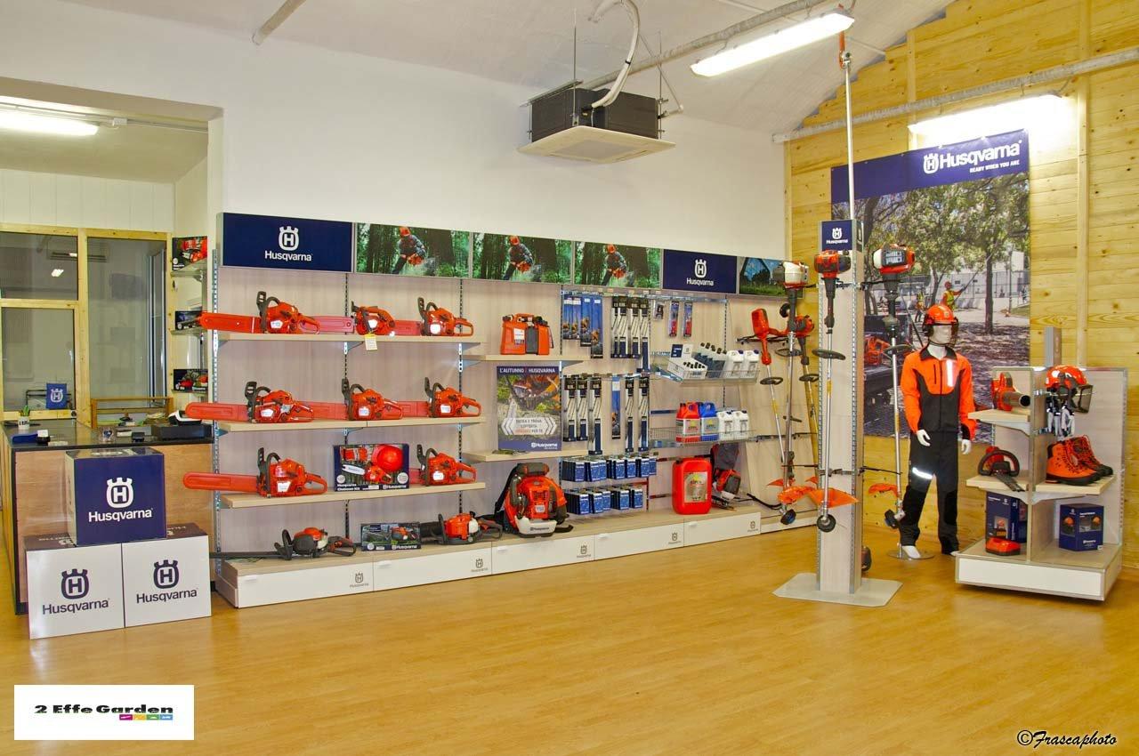 negozio espositivo di articoli e strumenti per il giardinaggio