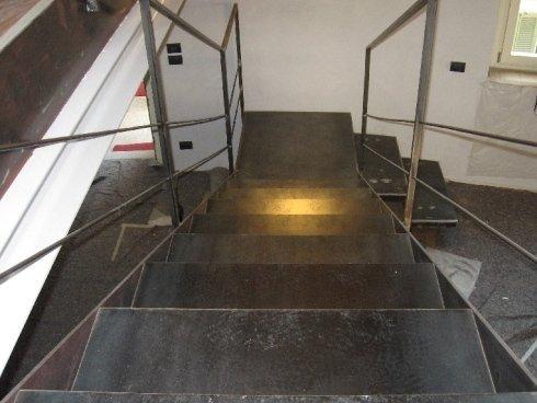 scala con ringhiera in ferro