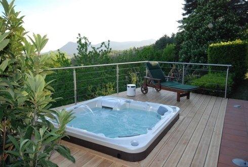 piscina idromassaggio su terrazzo