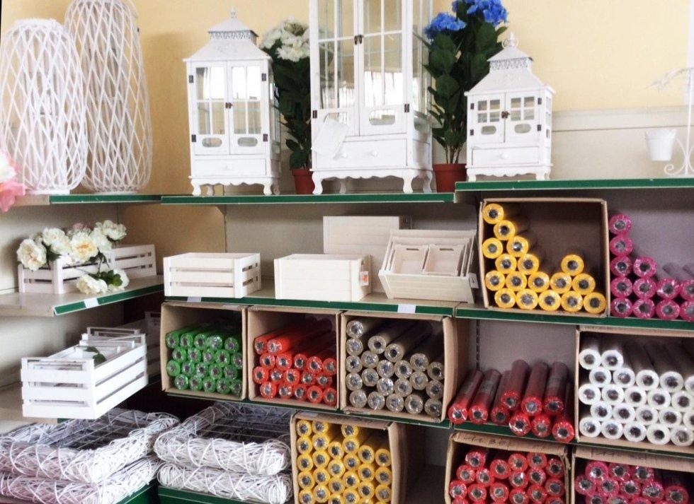Accessori fioristi articoli da regalo misterbianco for Accessori per laghetti artificiali