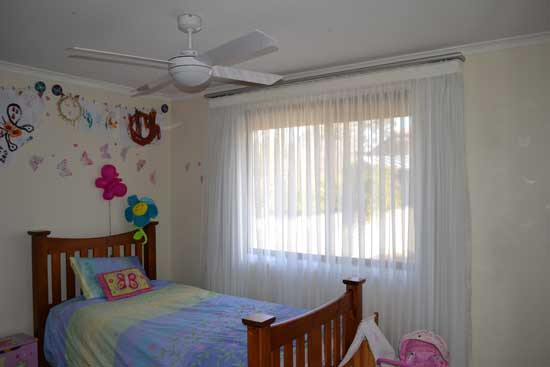 child room with ceiling fan