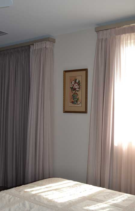 picture inbetween curtains
