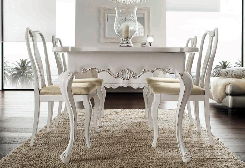 Tavolo e sedie classici