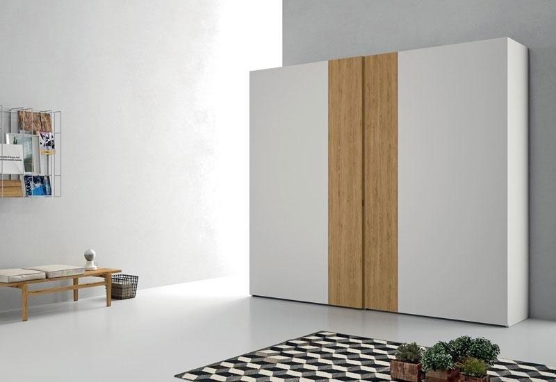 Armadio con inserti in legno