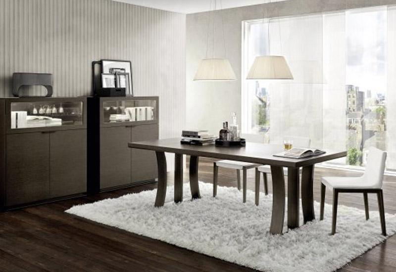 Tavolo in legno da soggiorno