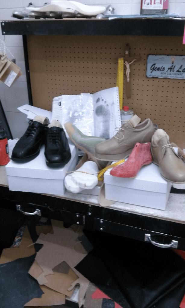 scarpe in un laboratorio
